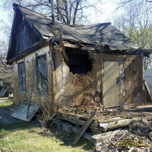 Демонтаж ветхого дома